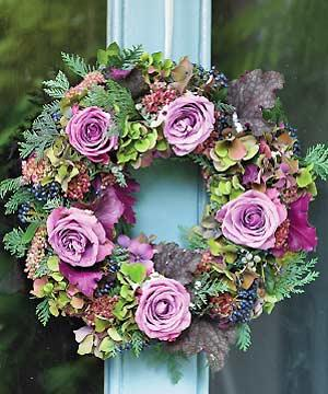 make a beautiful christmas wreath with roses - Beautiful Christmas Wreaths